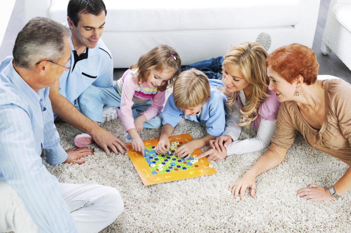Картинки для детей дети и родители играют